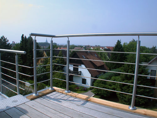 dachterrasse mit einem br stungs gel nder aus edelstahl. Black Bedroom Furniture Sets. Home Design Ideas