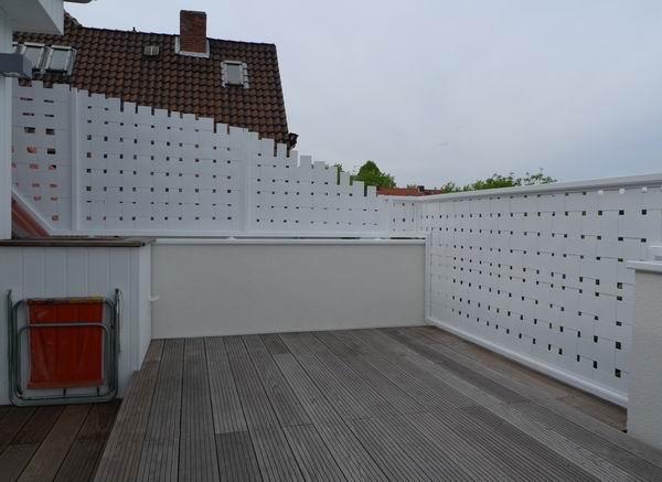 balkongel nder mit geflecht aus lackiertem aluminium. Black Bedroom Furniture Sets. Home Design Ideas