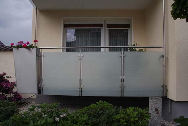 balkongel nder aus edelstahl mit blickdichtem glas. Black Bedroom Furniture Sets. Home Design Ideas