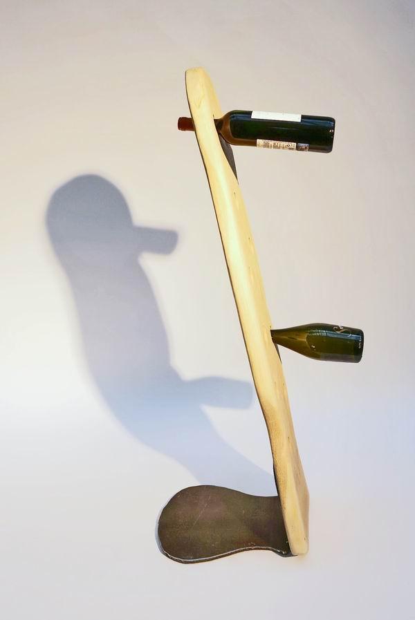 stahl sockel f r einen geschnitzten flaschenhalter aus eiche. Black Bedroom Furniture Sets. Home Design Ideas