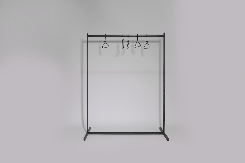 feststehender kleiderst nder aus roh stahl 124 cm breit. Black Bedroom Furniture Sets. Home Design Ideas