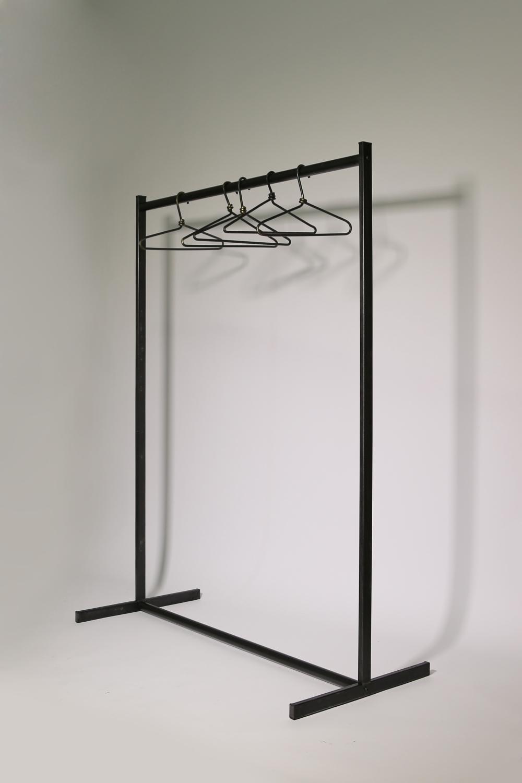 feststehende garderobe aus roh stahl 124 cm breit. Black Bedroom Furniture Sets. Home Design Ideas