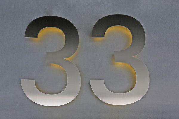 hausnummer 2 mit r ckseitiger led beleuchtung. Black Bedroom Furniture Sets. Home Design Ideas