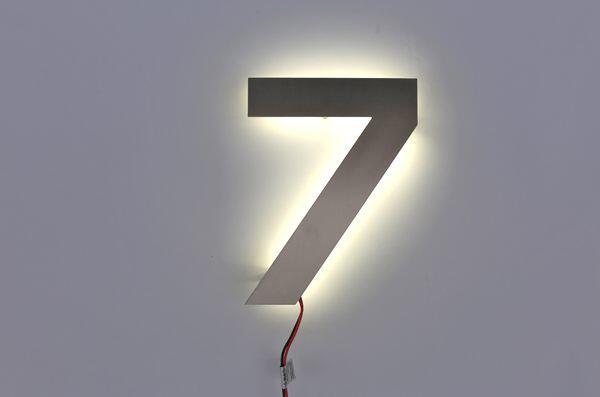 Hausnummer 7 mit LED beleuchtet