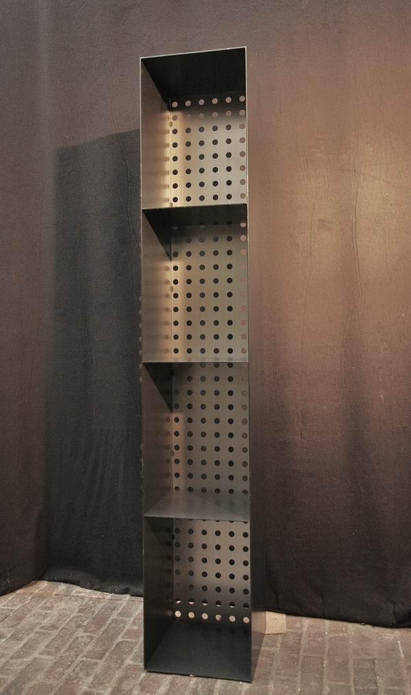 regal f r kaminholz aus stahl mit einer r ckwand aus. Black Bedroom Furniture Sets. Home Design Ideas