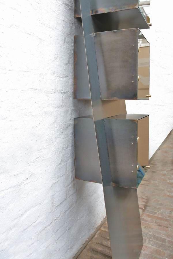 stahlregal und stahlvitrine aus 3 mm stahlblech. Black Bedroom Furniture Sets. Home Design Ideas