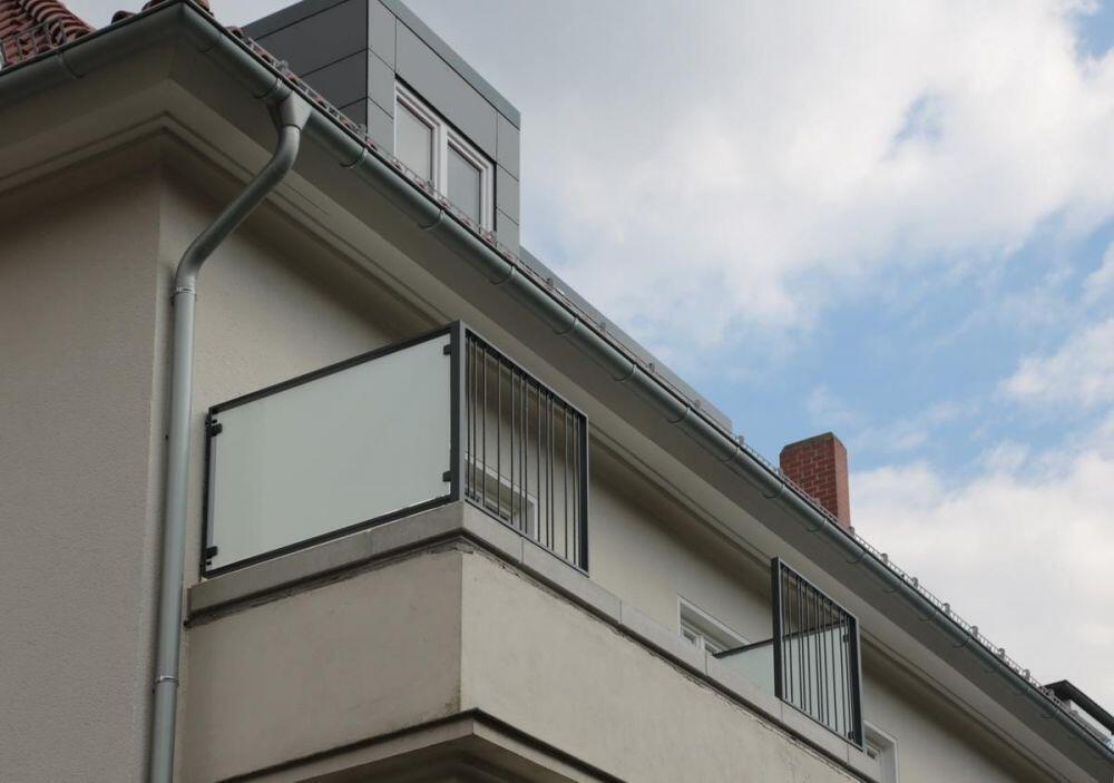 wind und sichtschutz mit blickdichtem glas. Black Bedroom Furniture Sets. Home Design Ideas