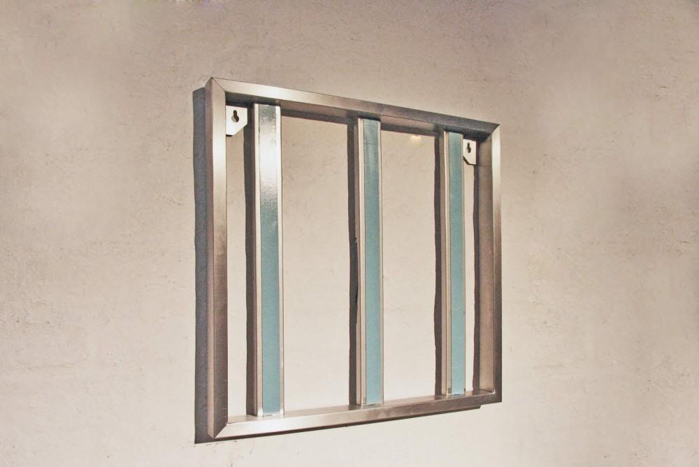 edelstahlrahmen f r einen spiegel. Black Bedroom Furniture Sets. Home Design Ideas