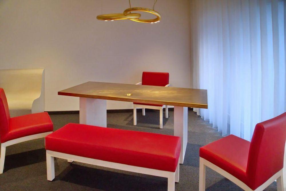 tisch aus tombak f r das trauzimmer in algermissen. Black Bedroom Furniture Sets. Home Design Ideas