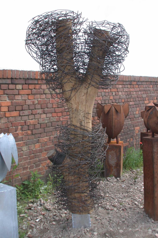 Baum Skulptur Mit Baumstamm Und Stahldraht