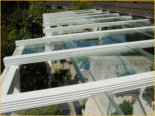 Verschiebbares Terrassendach aus Aluminium und Sicherheitsglas -...