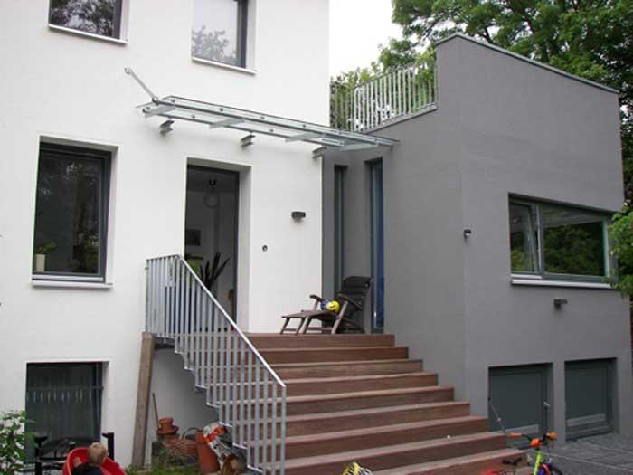 Vordach Modern modern gestaltetes vordach aus stahl und glas