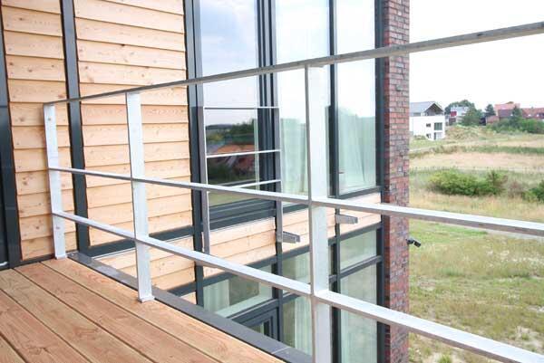 balkon gel nder aus feuerverzinktem flachstahl. Black Bedroom Furniture Sets. Home Design Ideas