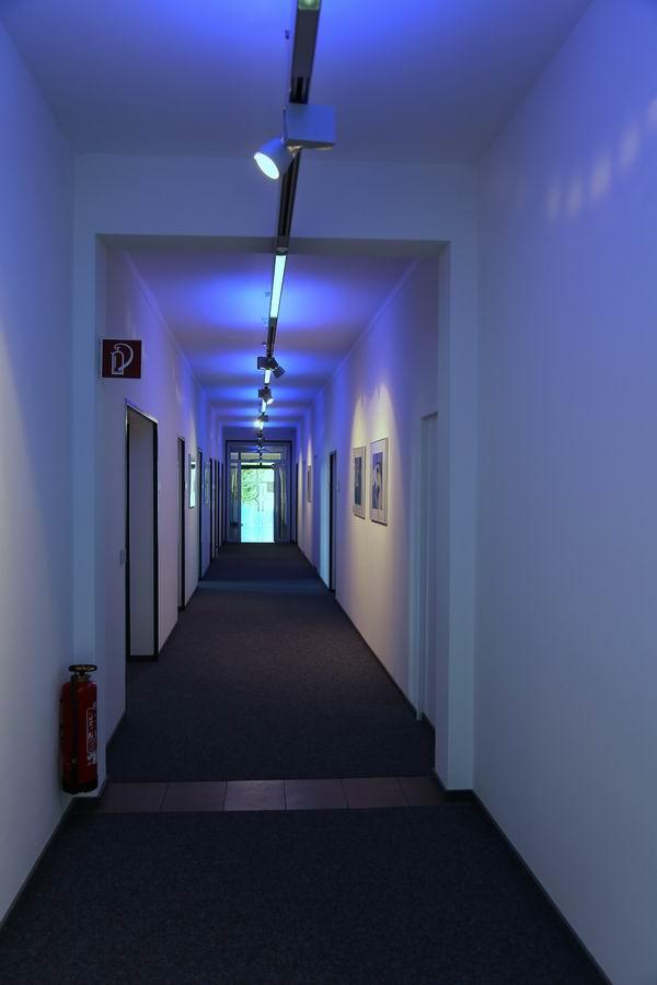 Beleuchtung im Flur der Harz Wasserwerke