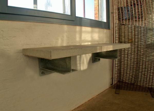 wandh ngender tisch aus beton mit feuerverzinkten konsplen. Black Bedroom Furniture Sets. Home Design Ideas