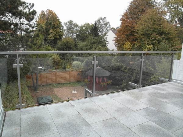 balkongel nder aus edelstahl mit sicherheits glas. Black Bedroom Furniture Sets. Home Design Ideas
