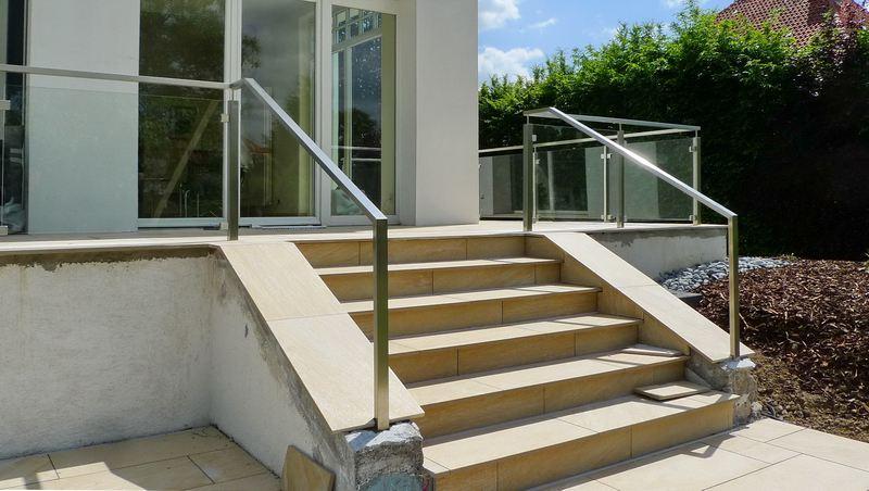 terrassengel nder aus edelstahl und glas. Black Bedroom Furniture Sets. Home Design Ideas