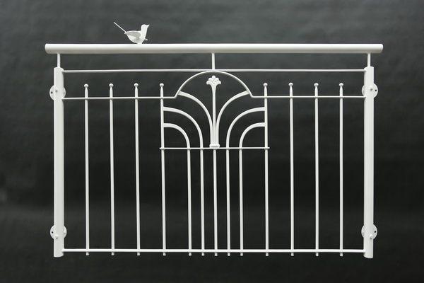 franz sisches balkongel nder mit einem gelaserten vogel. Black Bedroom Furniture Sets. Home Design Ideas
