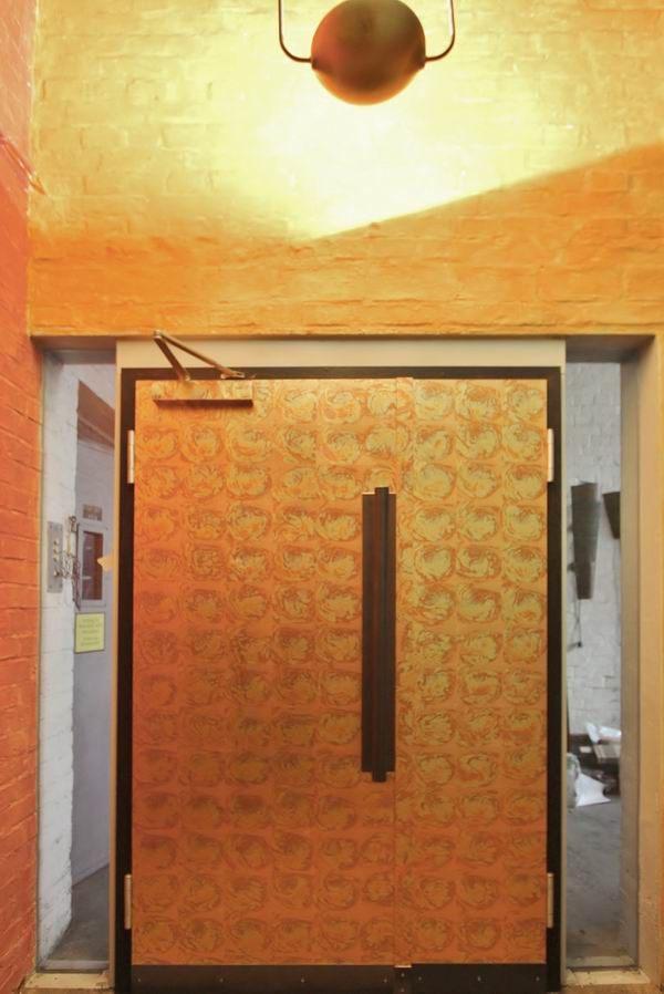 t r mit oxidiertem schlagmetall vergoldet. Black Bedroom Furniture Sets. Home Design Ideas