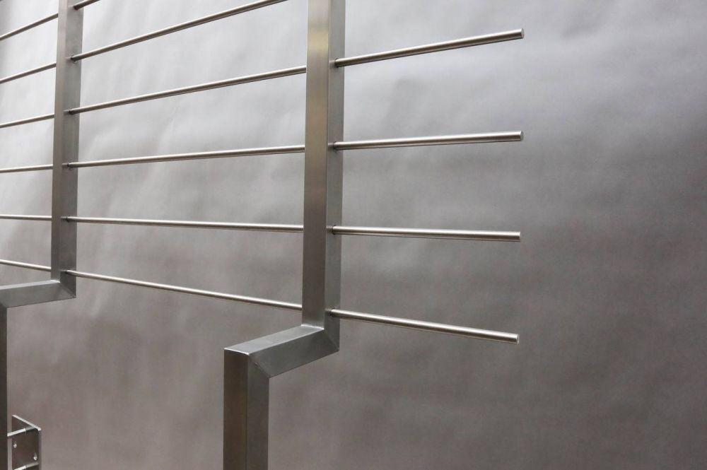 balkongel nder der handlauf ist mit led s ausgestattet. Black Bedroom Furniture Sets. Home Design Ideas