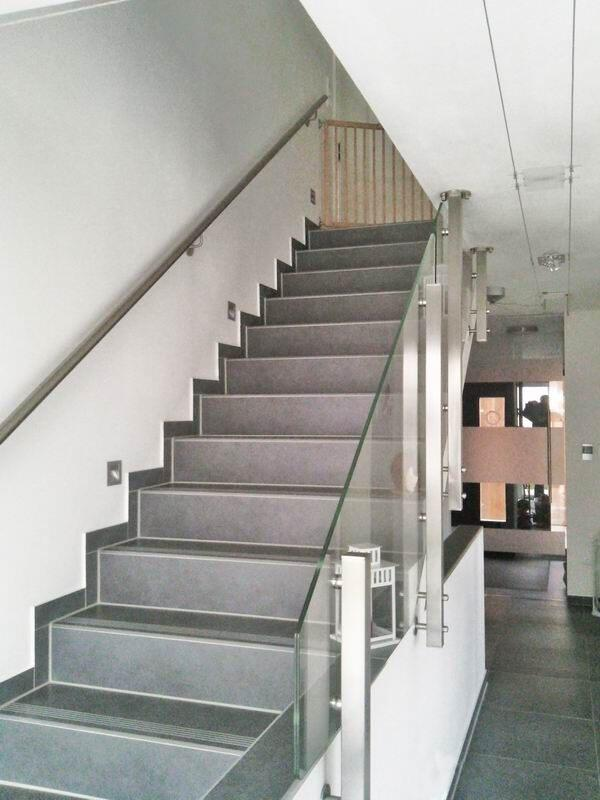 edelstahl glas treppengel nder nach einem kundenentwurf. Black Bedroom Furniture Sets. Home Design Ideas
