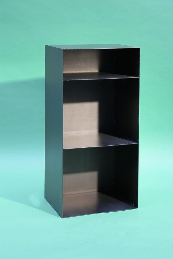 regal aus rohstahl mit r ckwand f r brennholzlagerung. Black Bedroom Furniture Sets. Home Design Ideas