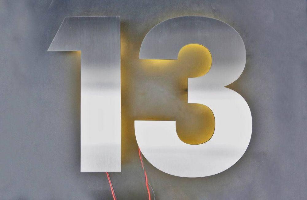 Hausnummer Beleuchtet hausnummer 13 aus edelstahl mit led hinterleuchtet