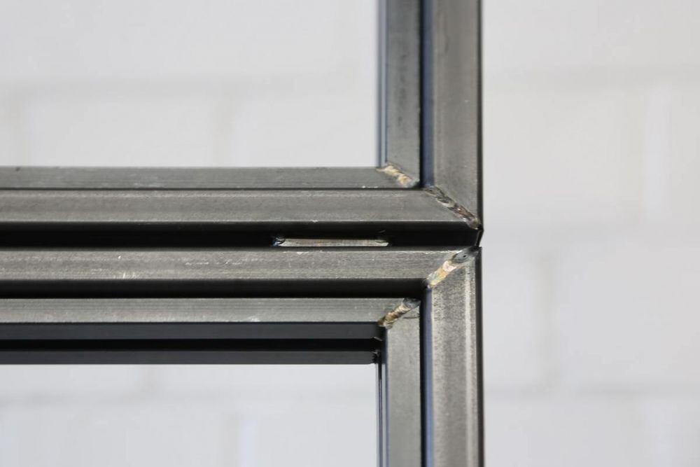 raum trennwand aus glas und stahl in industrie optik. Black Bedroom Furniture Sets. Home Design Ideas