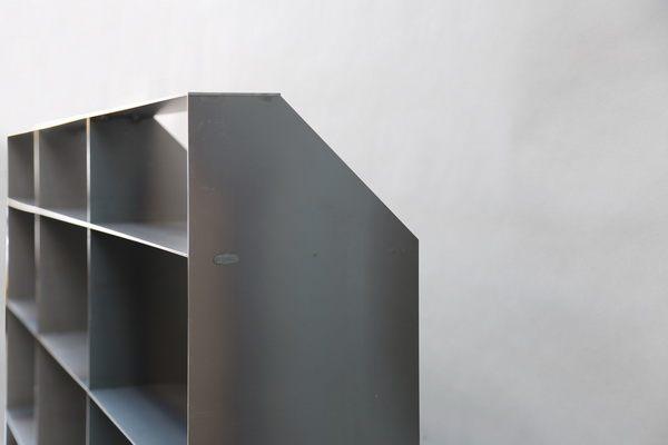 regal aus stahl mit r ckwand. Black Bedroom Furniture Sets. Home Design Ideas