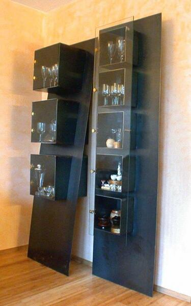 stahl regale fl che k rper mit glast ren. Black Bedroom Furniture Sets. Home Design Ideas