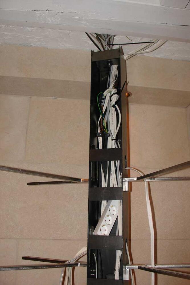 beleuchtetes drehbares hifi regal aus edelstahl und glas. Black Bedroom Furniture Sets. Home Design Ideas