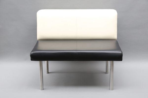 untergestell aus edelstahl f r ein sofa. Black Bedroom Furniture Sets. Home Design Ideas