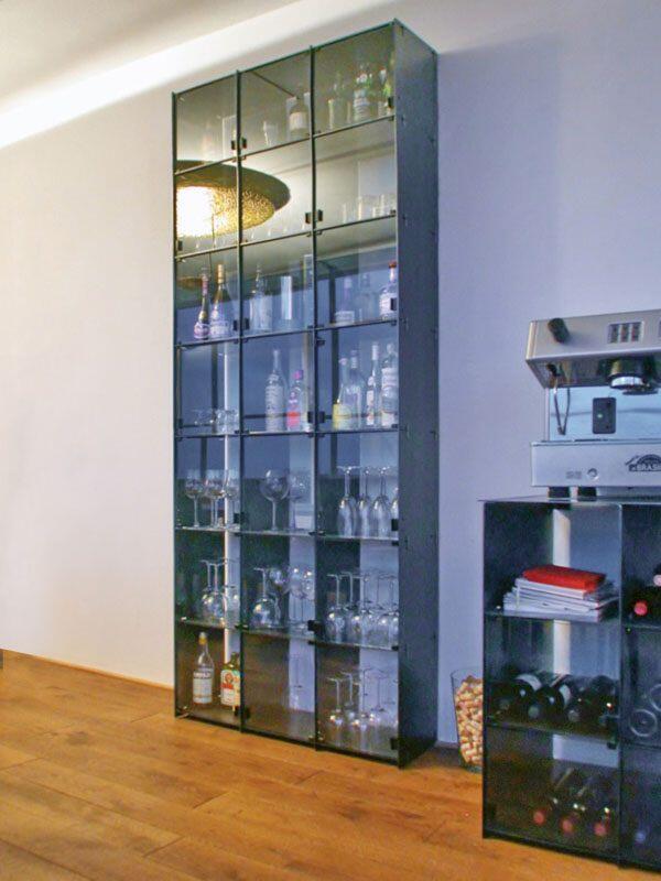 Bücherregal Mit Glastür zeitloses stahlregal mit glastüren das vielleicht