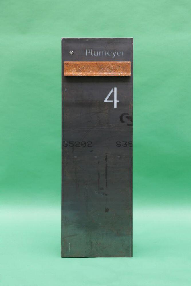 freistehender briefkasten aus corten stahl mit beleuchtung. Black Bedroom Furniture Sets. Home Design Ideas