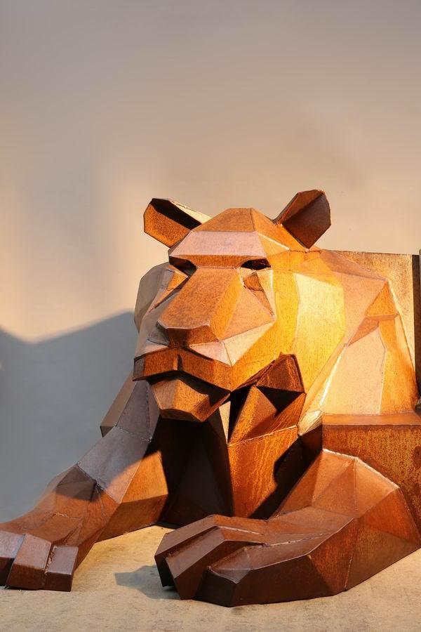 skulptur tigerbank aus rostigem stahl. Black Bedroom Furniture Sets. Home Design Ideas