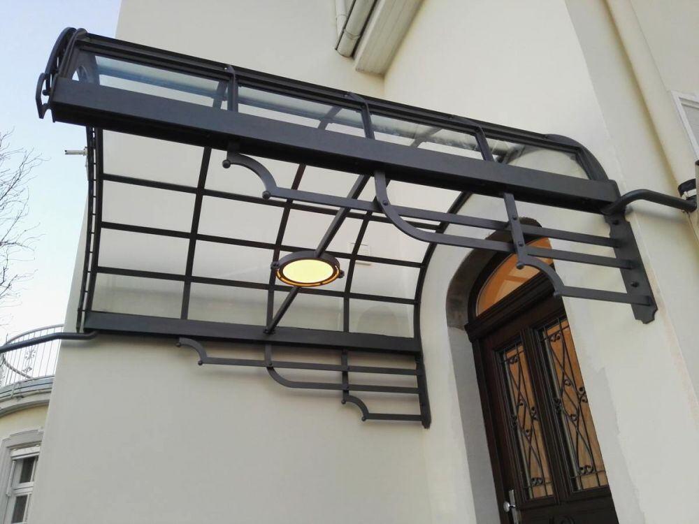 wundersch nes vordach aus stahl und glas. Black Bedroom Furniture Sets. Home Design Ideas