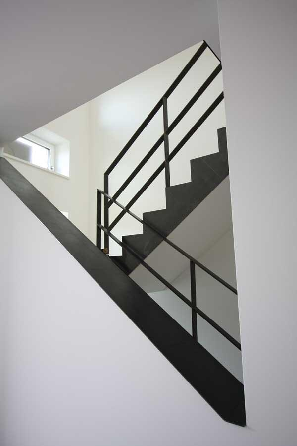 wangenverkleidung einer treppe aus 3mm klar lackiertem stahlblech. Black Bedroom Furniture Sets. Home Design Ideas