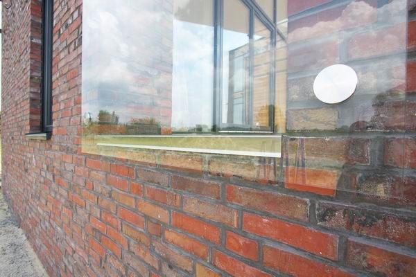 windschutz glasscheibe aus vsg glas von aussen mit punkthaltern. Black Bedroom Furniture Sets. Home Design Ideas