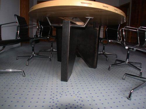 besprechungstisch f r das b ro des. Black Bedroom Furniture Sets. Home Design Ideas