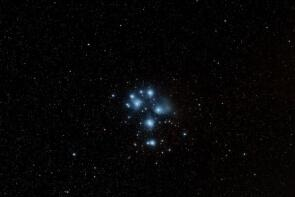 Firstlight von M45 mit dem TS Imaging Star71