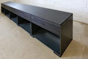 regal aus stahl abdeckung schubladen und f e aus eiche. Black Bedroom Furniture Sets. Home Design Ideas