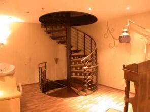 zweigeschossige spindeltreppe f r die fa contour lines. Black Bedroom Furniture Sets. Home Design Ideas