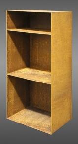 regal aus rostigem rohstahl mit r ckwand f r brennholz. Black Bedroom Furniture Sets. Home Design Ideas