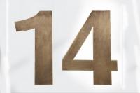 Eine aus Tombak gefertigte Hausnummer