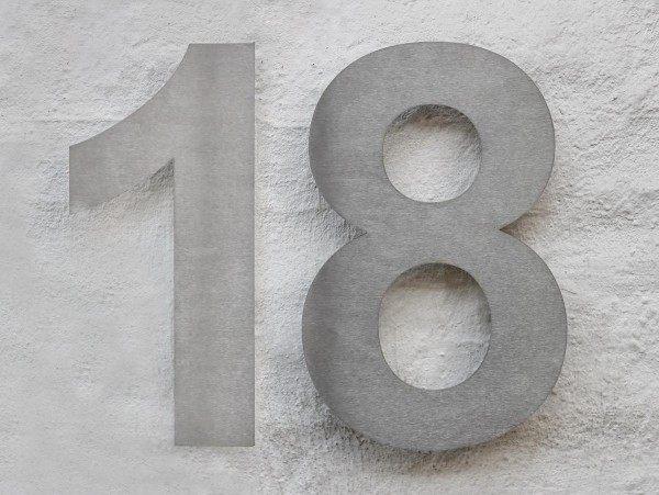 Edelstahl Hausnummer 18