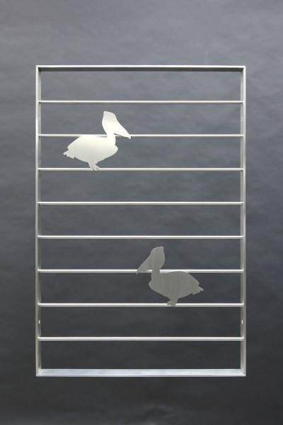 Gitter aus Edelstahl mit zwei Pelikanen