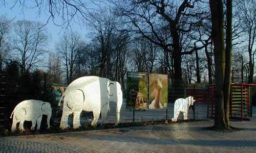 Eingangsanlage mit tierskulpturen im erlebnis zoo hannover for Pokale hannover
