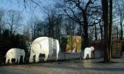 Eingangsanlage mit Tierskulpturen im Erlebnis Zoo Hannover