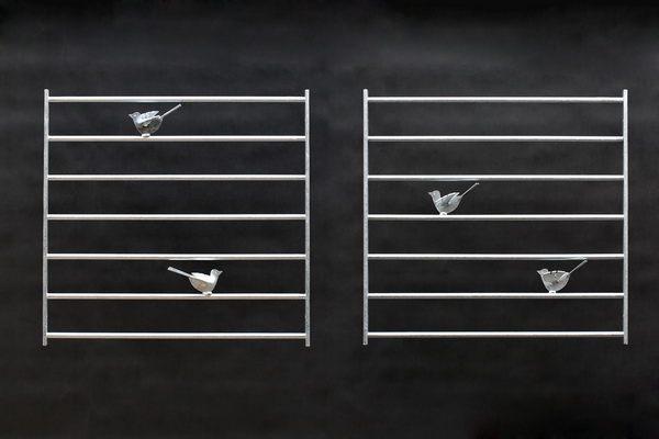 2 Fenstergitter mit je 2 Stück Vögeln aus verzinktem Stahl