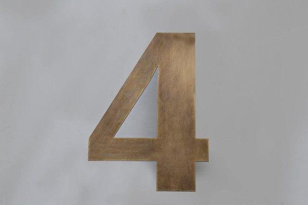 """Aus Tombak gefertigte Hausnummer """"4"""""""